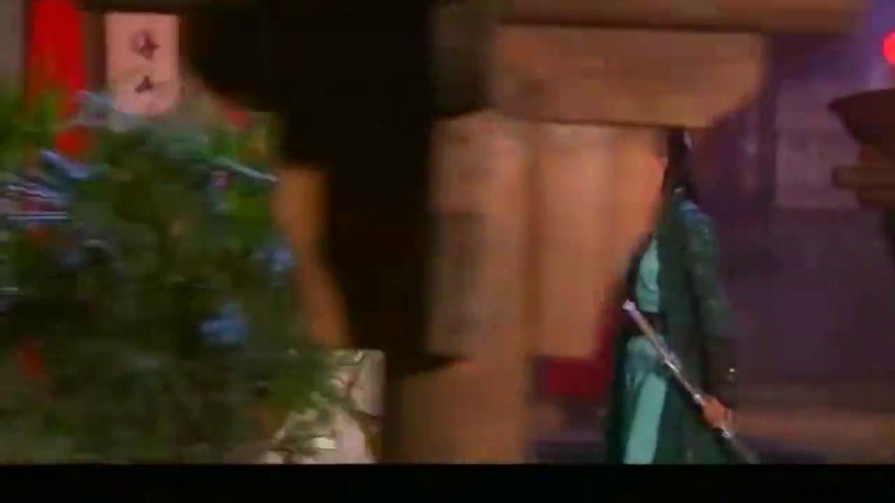 韦小宝请演员戏弄情敌,又拜堂成亲又打架闹事,整个场面轰动了