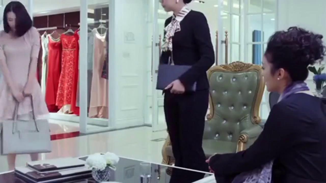美女穿朋友设计的裙子上班,竟一眼被总裁相中,要求见一下设计师