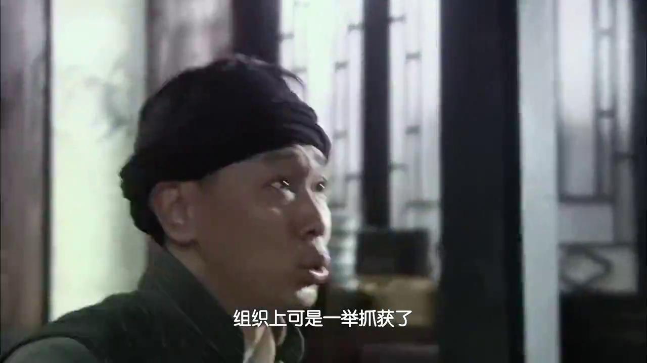 袁农怀疑风筝是郑耀先,老陆和风筝单线联系,只有总部知道他身份