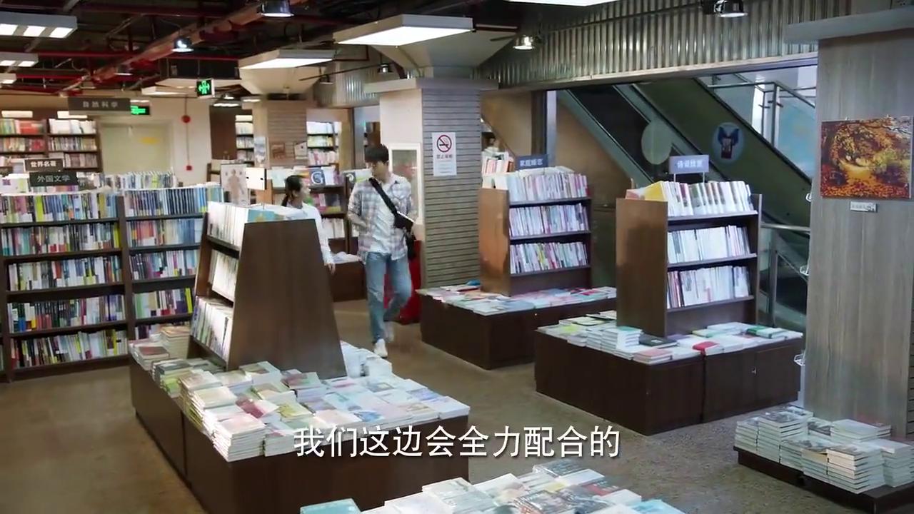 董总鼓励张长弓完善图书和保险的事情,他会跟进之前失败的项目