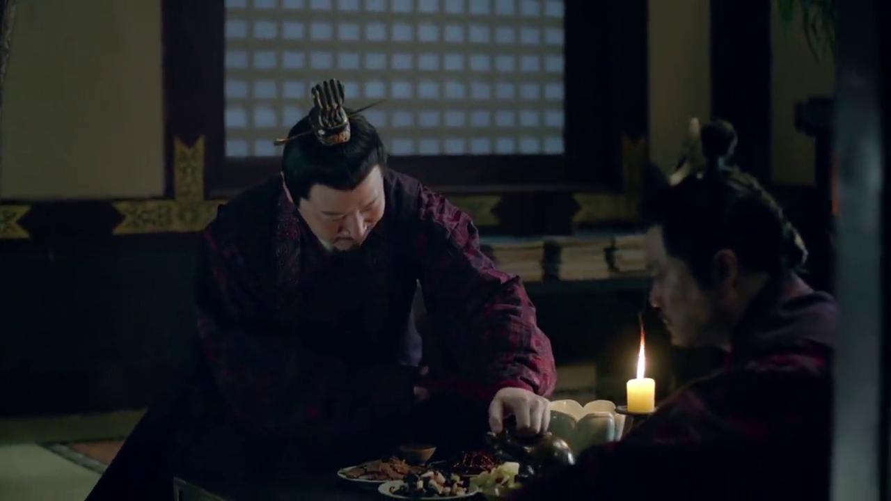 蔡荃义愤填膺,一回家就和沈追1顿吐槽,坚决要拥护靖王