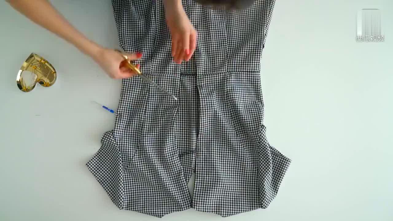 连衣裙太小怎么办这样DIY一下就变成了一件时髦的鱼尾半身裙