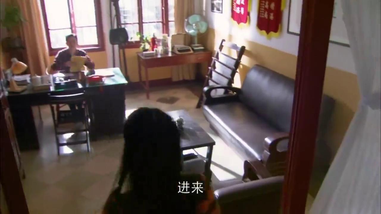 剧场第19集:话剧彩排出状况,晓红罢演遭斥责