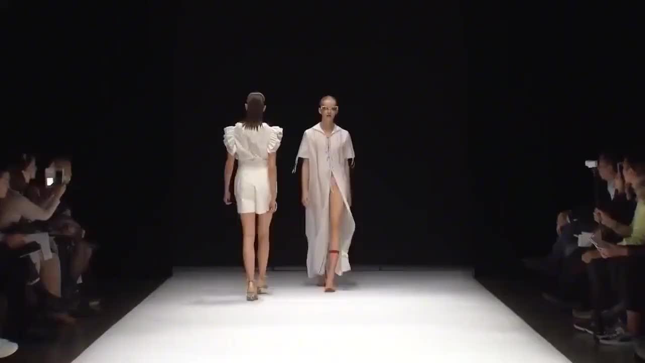 单薄简约的款式,绑带的设计,时尚潮流新风向
