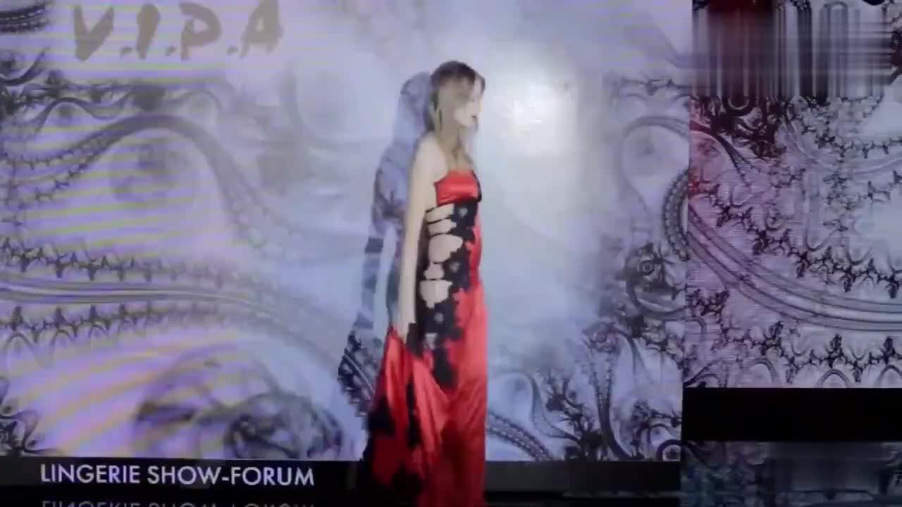 复古风时装秀,深红镂空旗袍,回头率满满