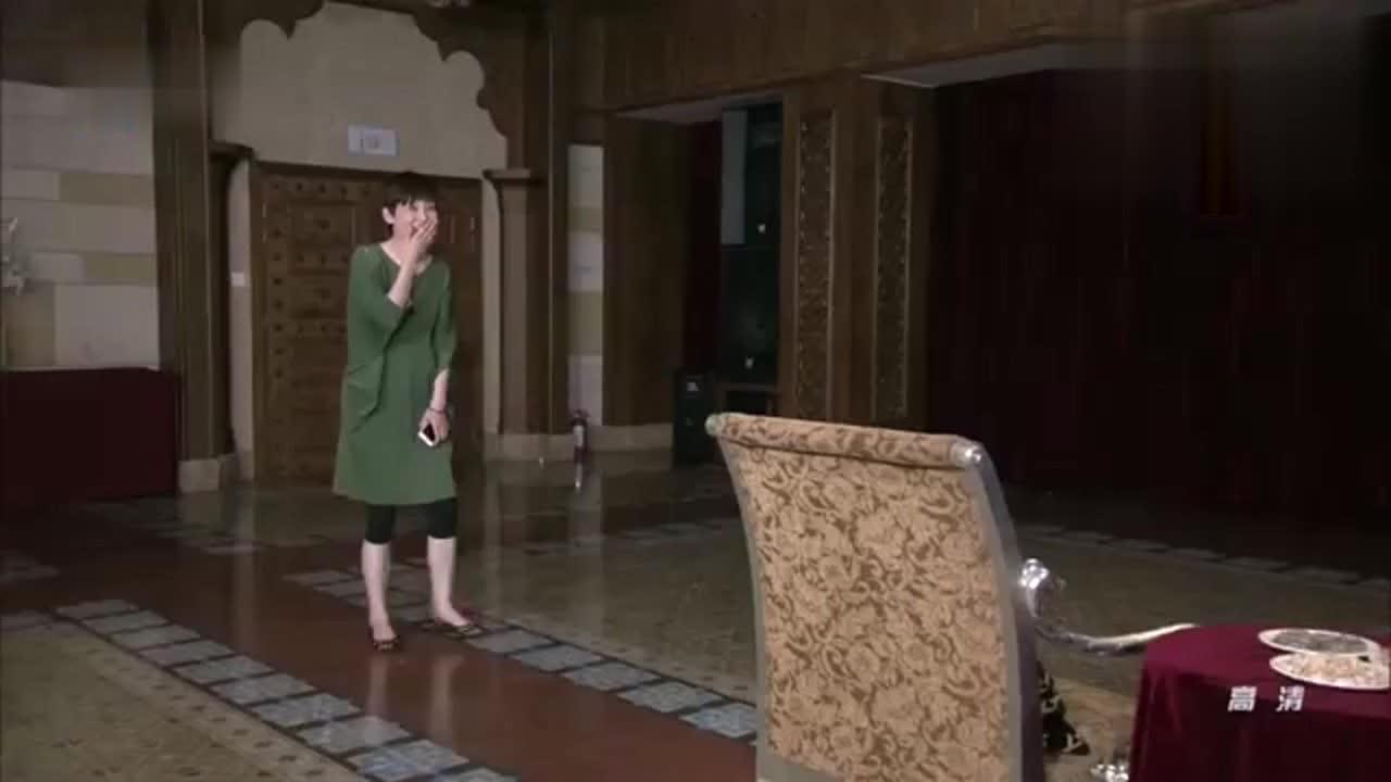 冯小刚女儿突然出现徐帆激动得哭着唱戏