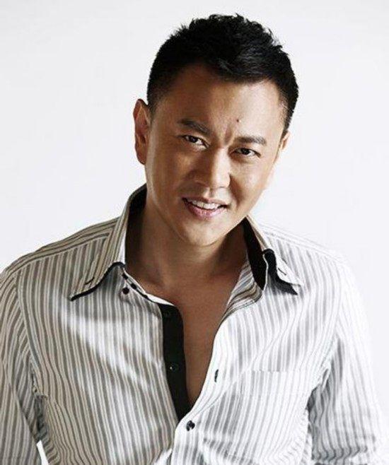 冯嘉怡是位富商,为过戏瘾参演电视剧,没想到一炮而红片约不断