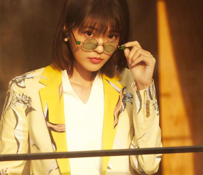 王妍之个性街拍,造型时尚百变,尽显灵动气息