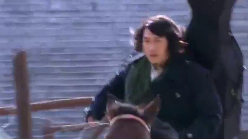 激战中,荣石替一航挡枪受伤,暗处吕良彪任他们离去没管