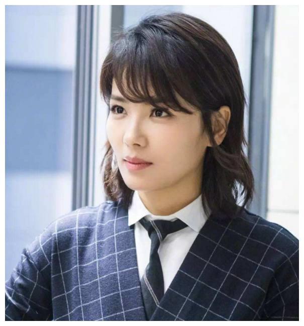 当明星留短发后,刘涛邋遢,娜扎帅气,袁姗姗乖巧,她最惊艳