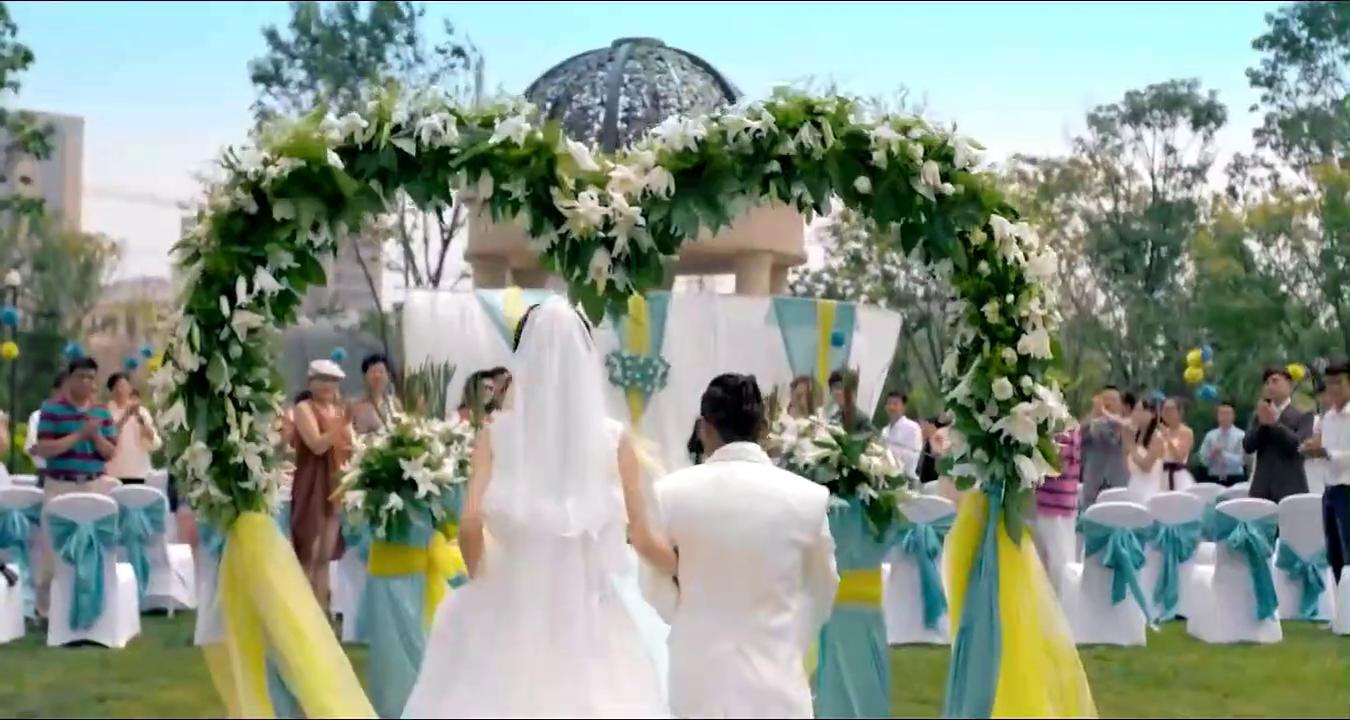 婚规:宋小宝还真幸福,娶到了黄圣依,一白一黑还真般配!
