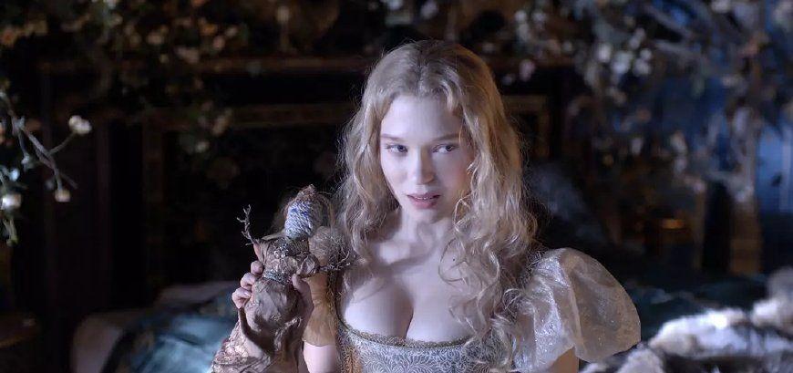 """蕾雅·赛杜厉害了!吊带裙穿不够""""邋遢""""头来凑,全靠高级脸撑住"""