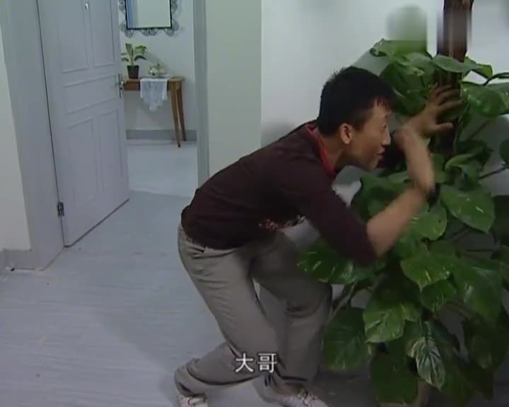 门锁坏了怎么办?学学刘星这招空城计,小偷还真上当了