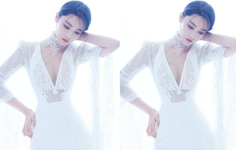 张馨予白色西装很霸气,奇葩的腰带很抢眼,网友:这是灯座腰?