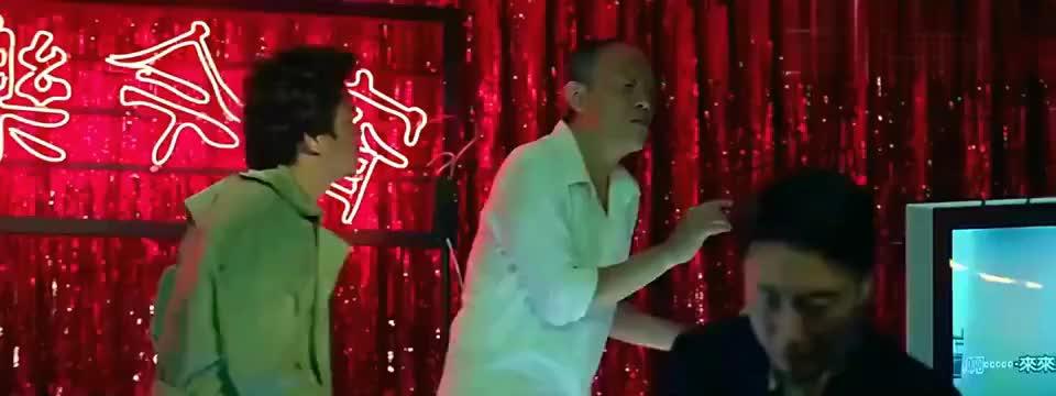 唐人街探案金士杰惊喜客串这舞蹈跳的好搞笑不愧是老戏骨