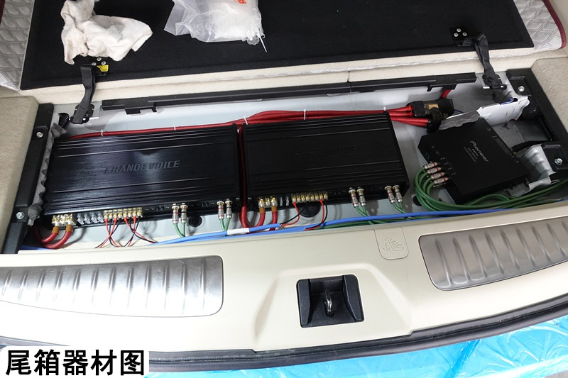 狂野中的豪华 唐山日产途乐汽车音响改装法国劲浪——标配音响。