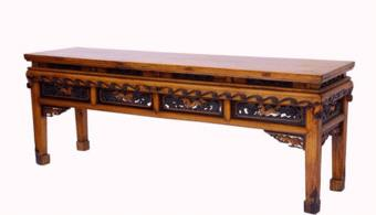 """为何情侣套间的床尾会放一条长凳呢?美女服务员说出其中""""猫腻"""""""