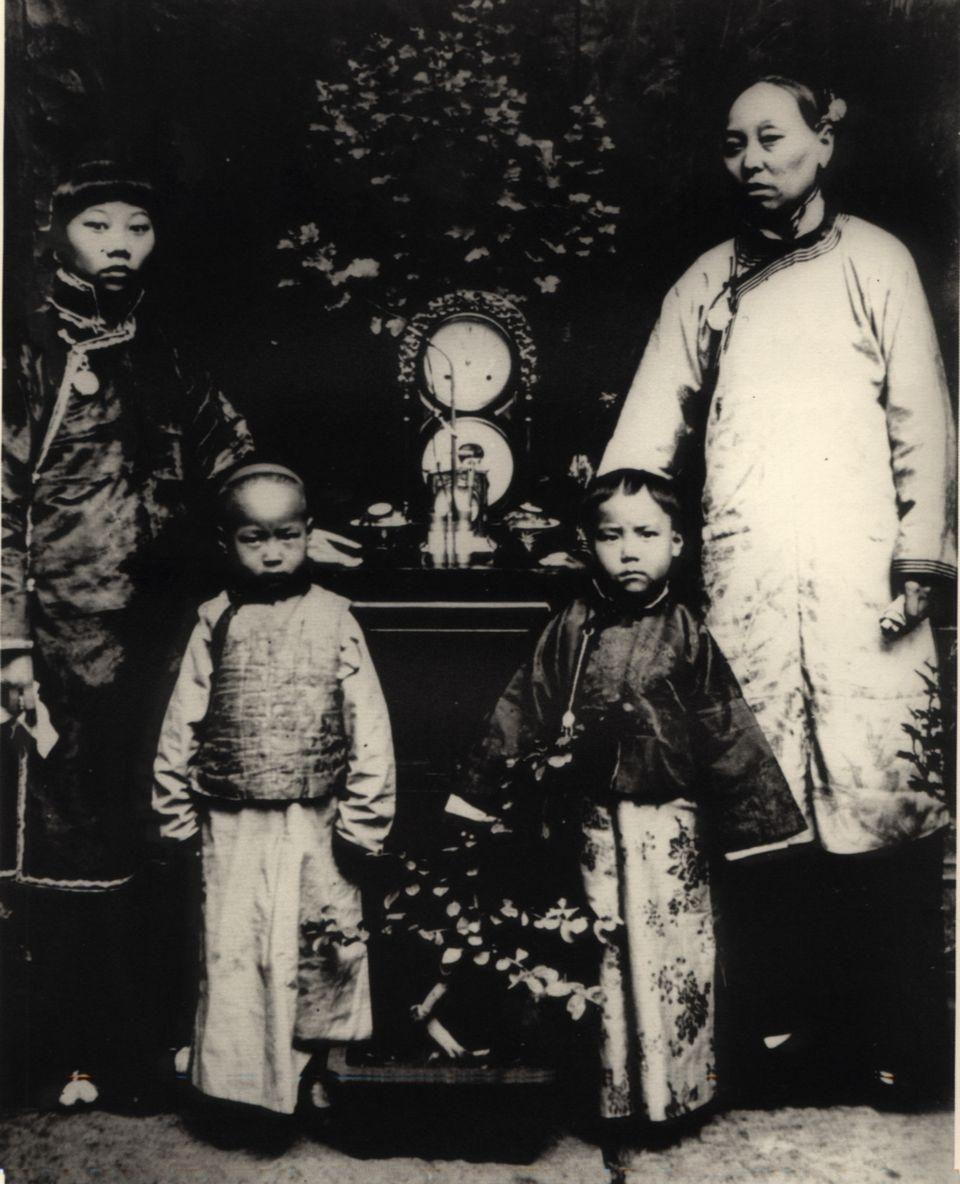 清朝末年的家庭影集,这些权贵锦衣玉食,妻妾成群