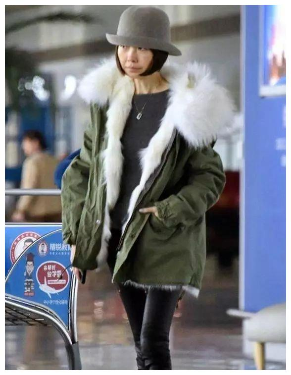 何穗和鲁豫同穿三万块大衣现机场,网友:没有对比就没有伤害啊!
