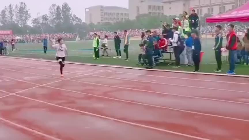田径场上的惨案,校园运动会少女成绩第一还虐狗