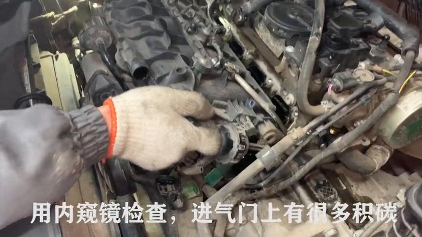 9万公里的帕萨特烧机油,看着进气门上的积碳,车主担忧发动机!
