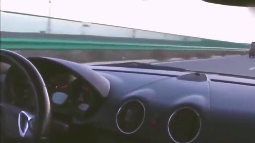视频:一辆超跑在高速上,被五菱宏光超车,颜面何在!