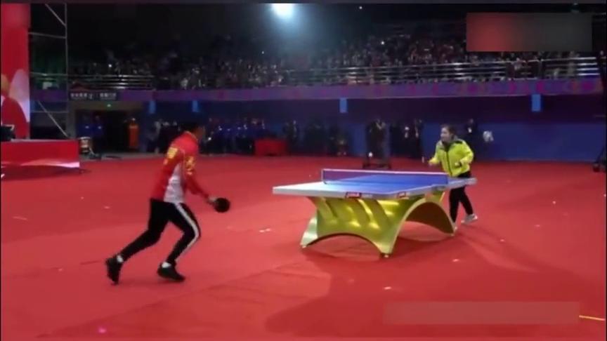 张继科太皮,打兵乓球戏弄刘诗雯,却莫名的心酸呢?