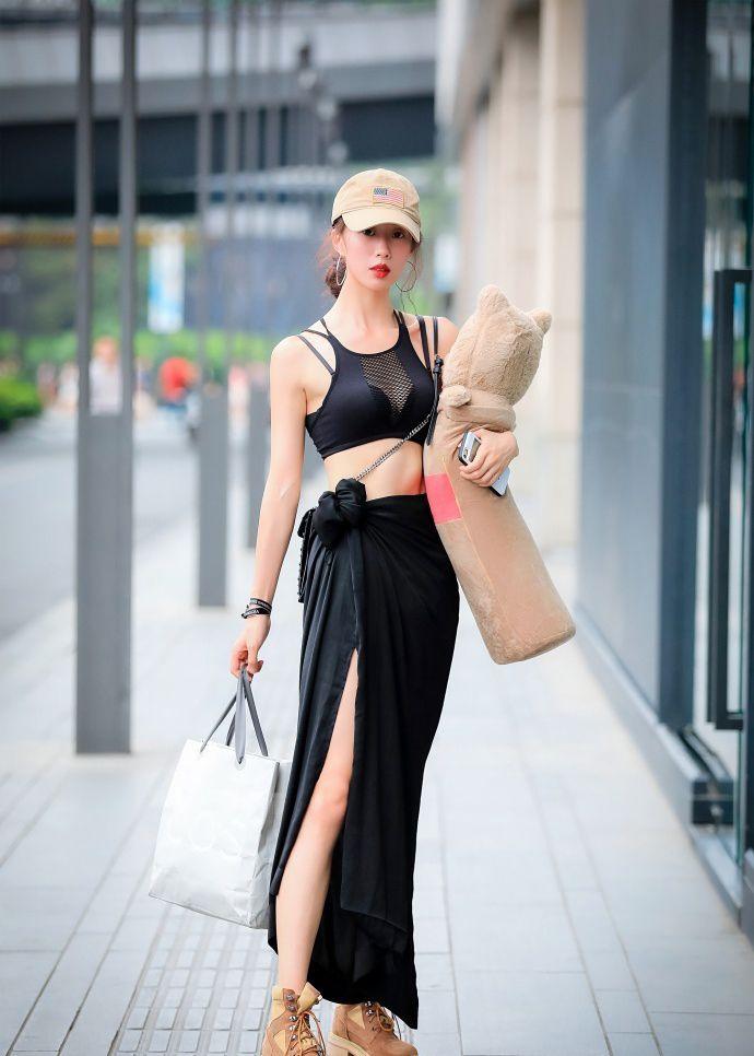 街拍:时尚潮流的穿搭指南,让你穿出独特迷人气质!