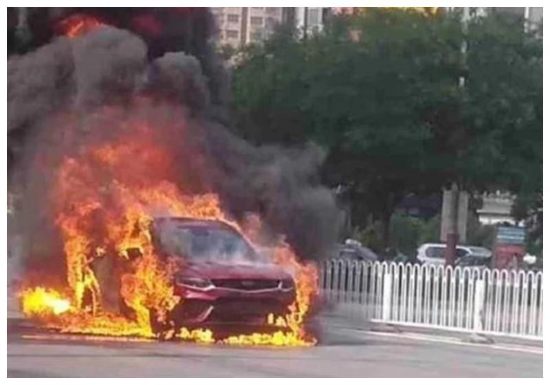 吉利星越无故自燃,车主:提车不到1小时,15万就烧没了?