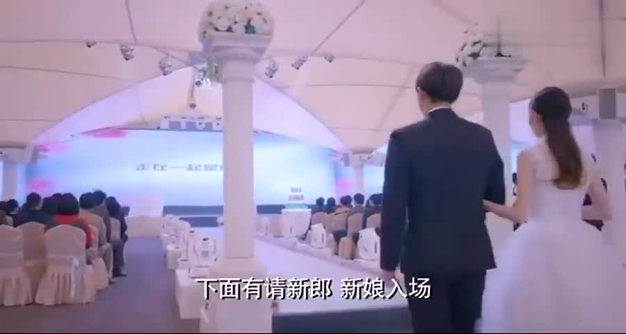 心机女在婚礼现场揭发新娘整容,新郎看到整容前照片整个人都呆了