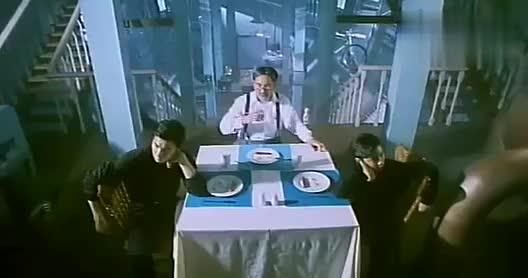 小孩嫌早餐太少不够吃博士直接掏出神奇放大镜火腿瞬间变火箭