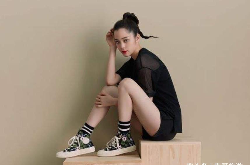 """别再穿""""匡威""""了,看看欧阳娜娜""""辣条鞋"""",这才是新时尚的潮流图片"""