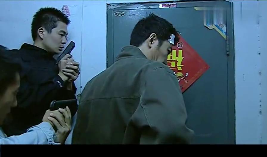 警中英雄:张队判断准确,刘彬彬确实藏在这里,彬彬终于投降了