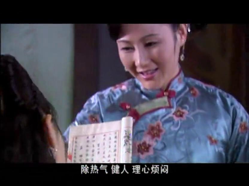 李公子要为新药店剪彩,母亲为女子精心打扮,不想被嫌弃画的太白