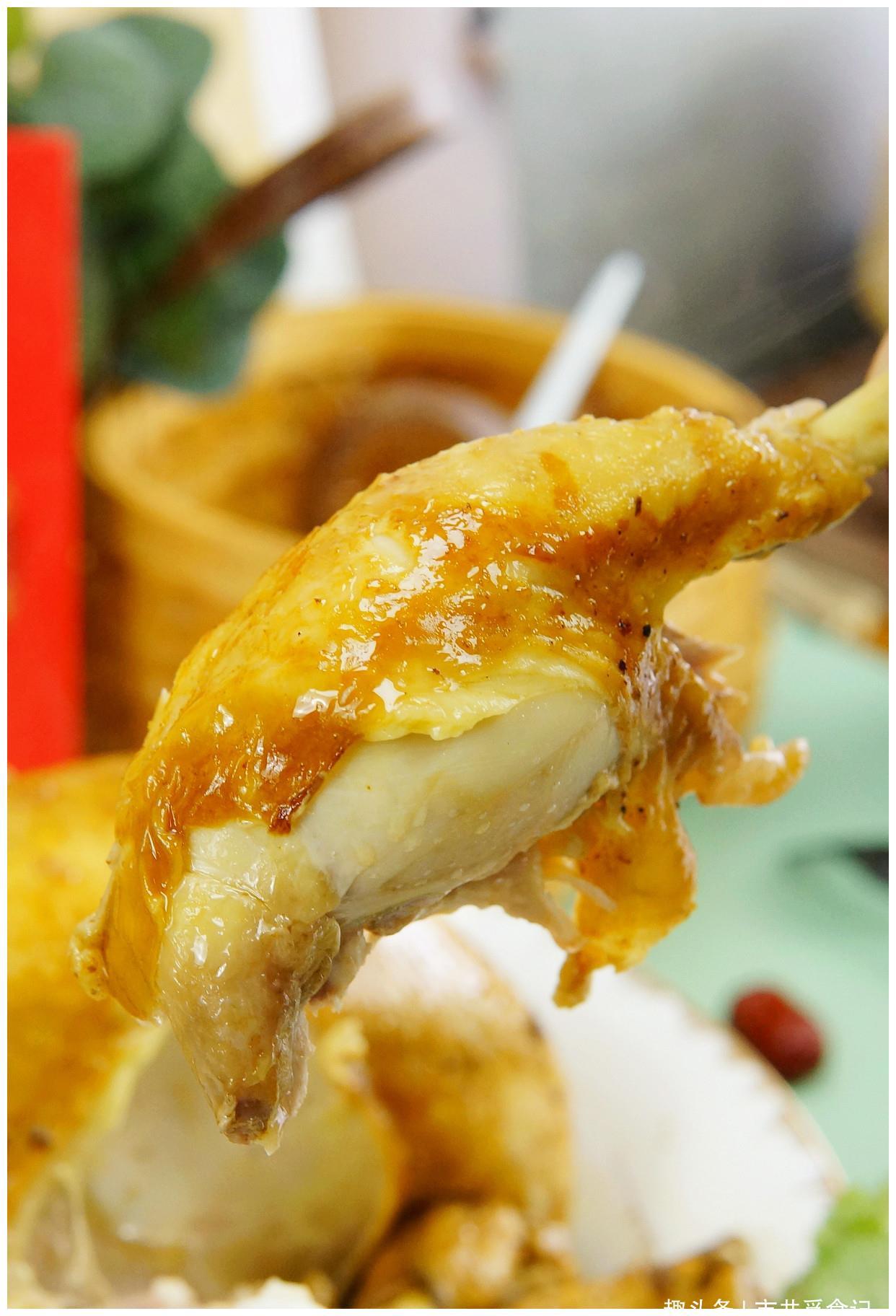 把1只鸡扔进电饭煲,不用水不用油,出锅香过吃烤鸡,太解馋了