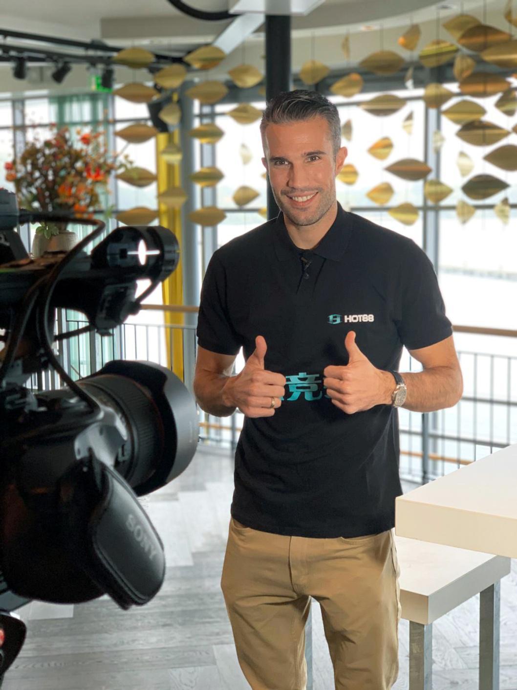 荷兰传奇球星罗宾·范佩西携手Hot88热竞技共创体育平台新辉煌