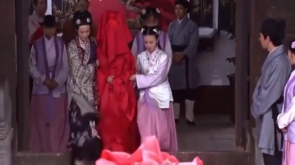 美女穿红嫁衣太漂亮了!就是说话还像个女汉子,丫鬟也不适应