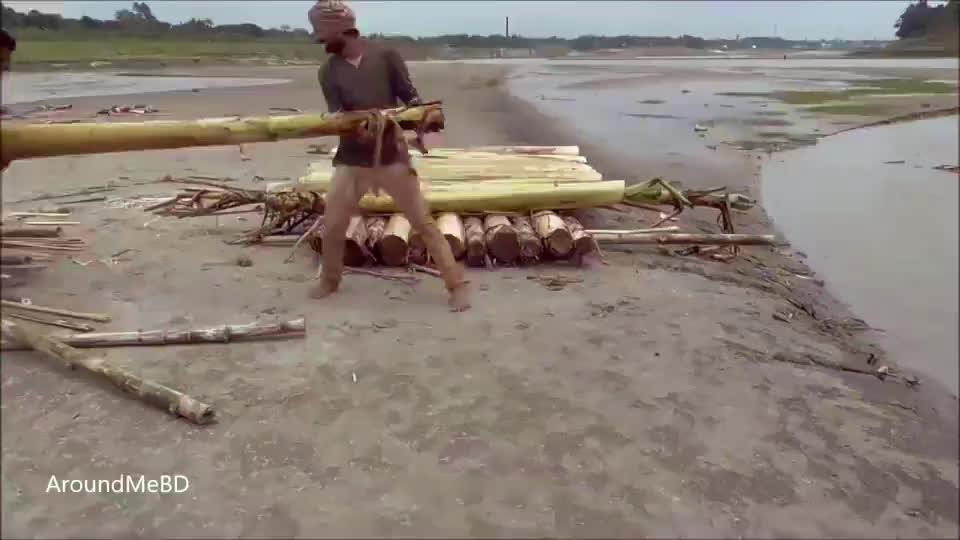 香蕉树做一艘小船夏天纳凉的最佳选择不得不佩服印度人的脑洞