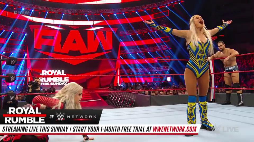 RAW1391:混双赛拉娜拉住前夫卢瑟夫的腿巴比莱斯利飞冲肩获胜