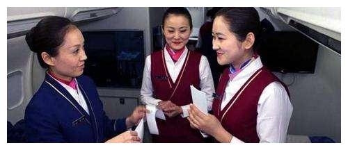 空姐宁挨饿也不吃飞机餐,也不喝飞机上的水 是因为什么