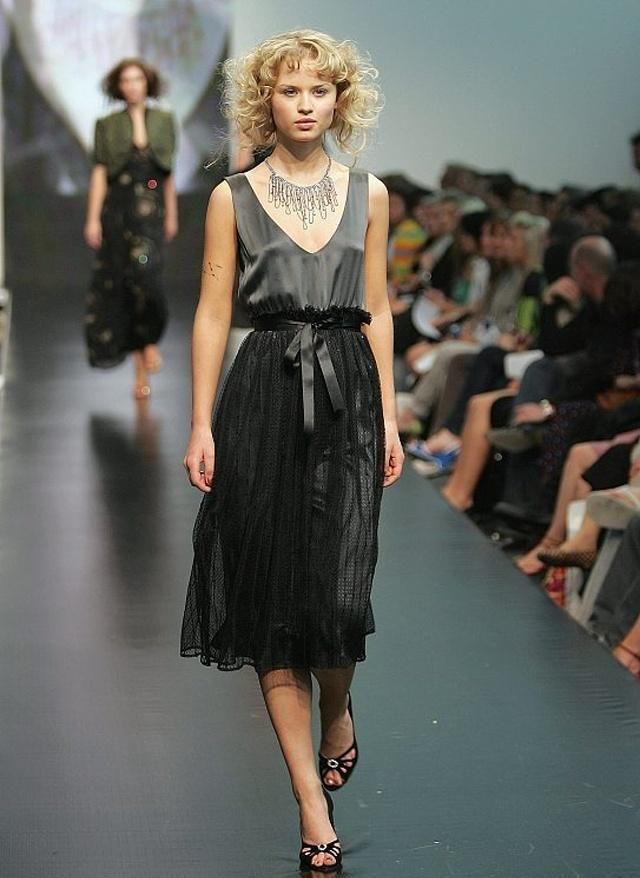 时装周:女人穿衣可不能将就,大气又潮流的穿搭让你玩转时尚圈