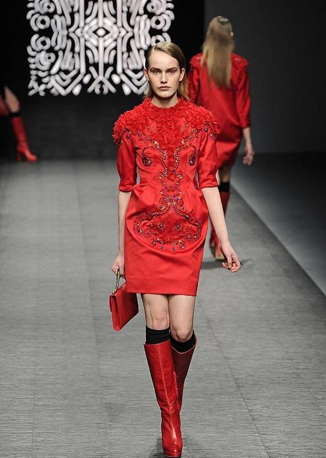 时装周:很多人都hold不住的潮流穿搭,模特小姐姐们却做到了