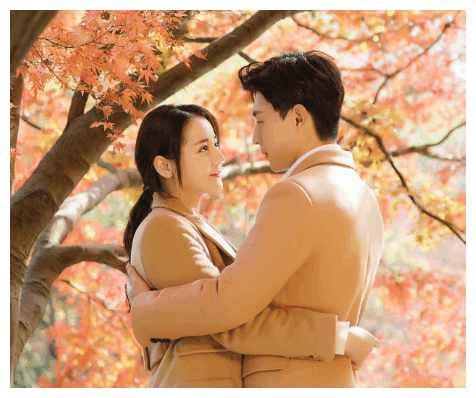 迪丽热巴和他上演真爱故事,甜蜜亲吻照曝光,网友好甜