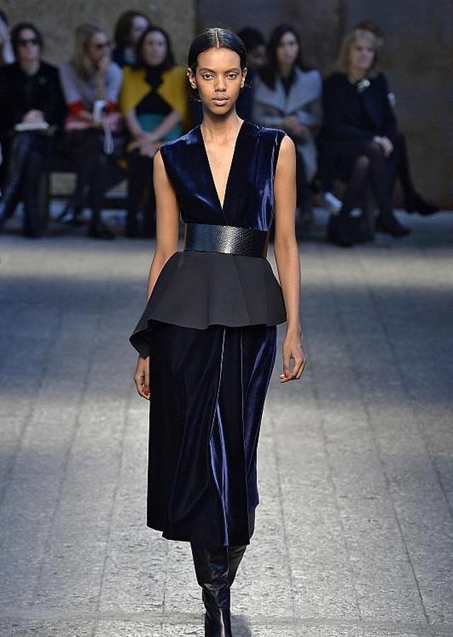 时装周:这些造型百变穿搭,成为潮流女子必不可少的搭配