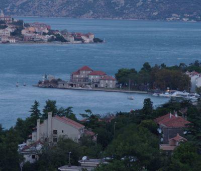 黑山南部海港科托尔,曾因毗邻海岸而贸易繁荣