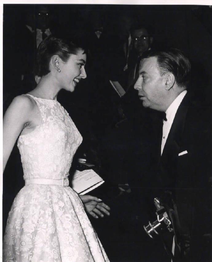 奥黛丽·赫本 《罗马假日》获得第26届奥斯卡最佳女主角奖的时刻