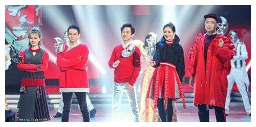 他是湖南卫视最优秀的主持人之一,穿衣风格让人看了直呼油腻!