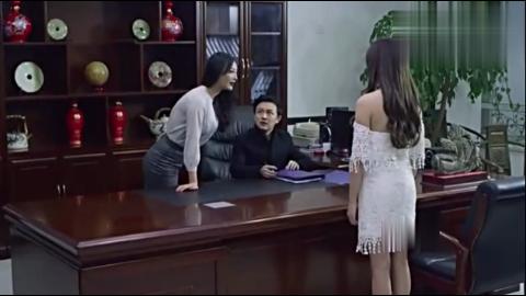 在这部经典青春爱情电影里,王李丹妮算是遇到对手了!