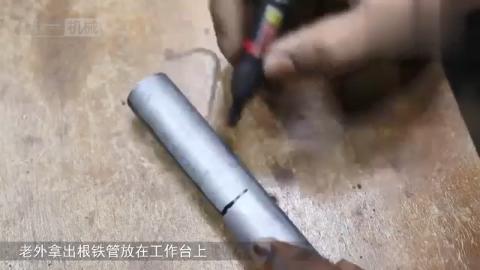 老外只用一根钢管和螺栓自制起钉子神器,比羊角锤还好用