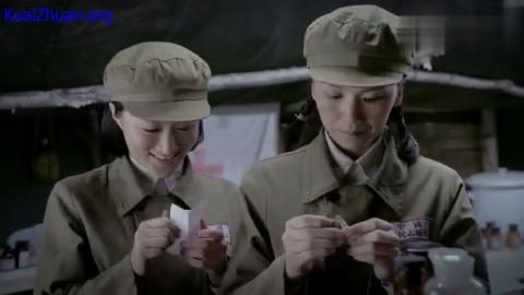 三八线:太尴尬!女战士正在写信,好闺蜜却悄无声息的跑了过来!